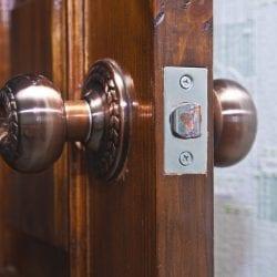 choosing doorknob hinge lock