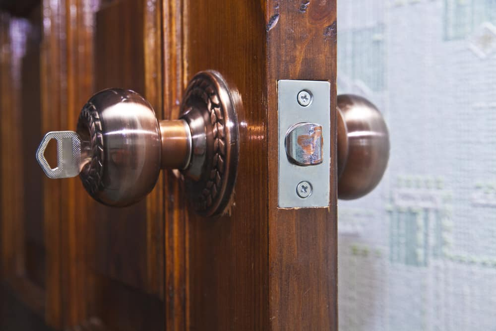 choosing doorknob hinge lock