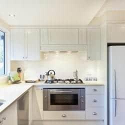 qualities above-sink kitchen windows